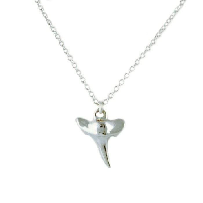Collier fantaisie dent requin argent