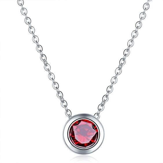 Collier fantaisie avec pendentif en oxyde de zirconium rouge plaqué argent
