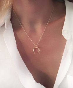 Collier tendance 2019 - corne lune or