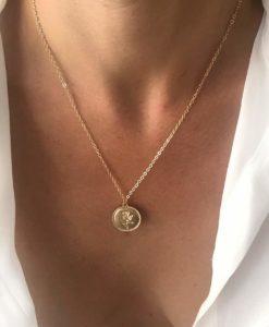 collier fin medaille fleur