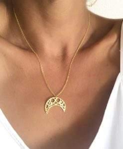 Collier en plaque or avec pendentif croissant de lune